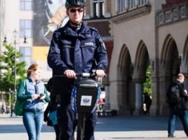Policjant na segwayu - zdjęcie za Lovekrakow.pl